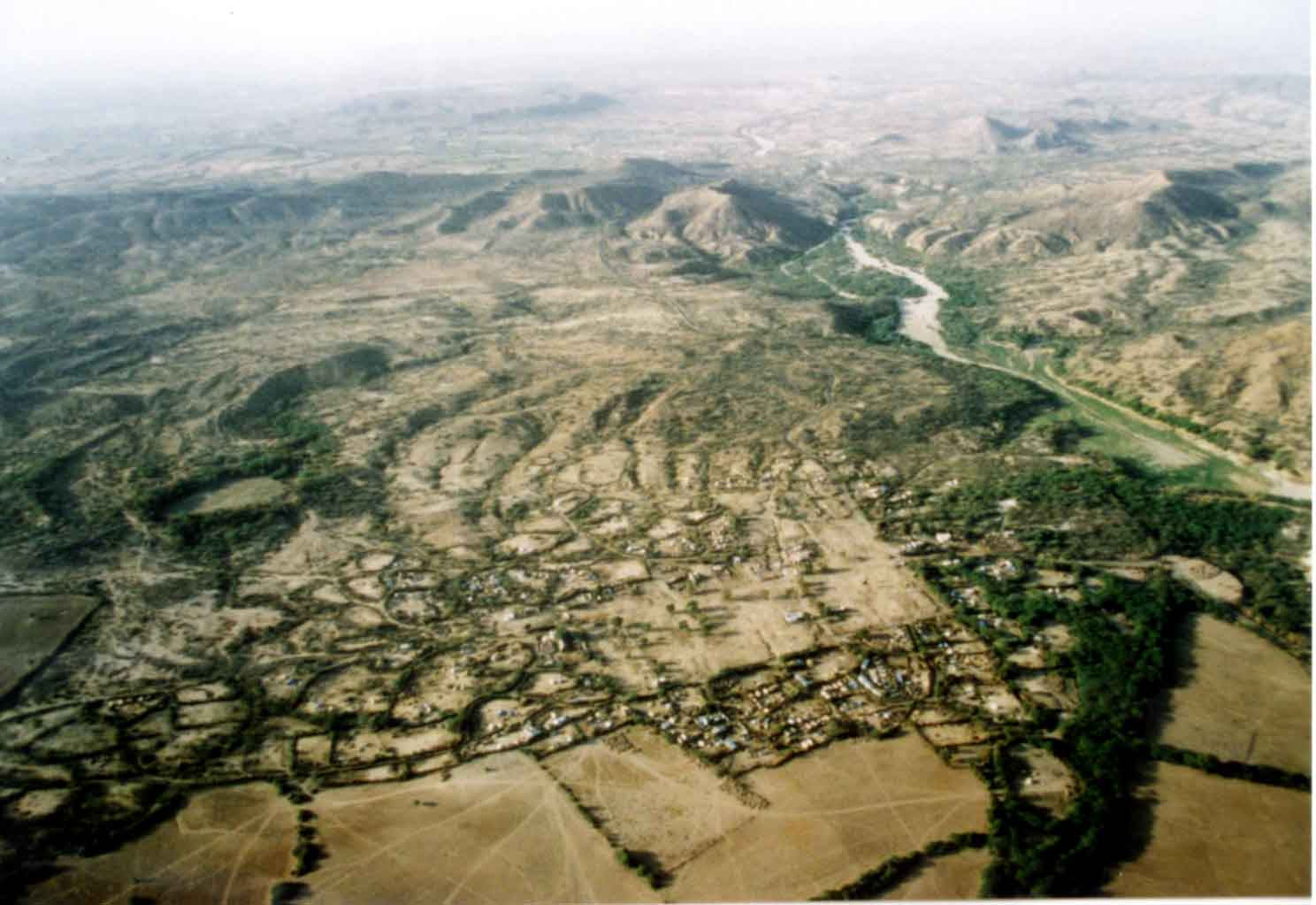 bhuj earthquake An earthquake measuring 77 on the richter scale struck bhuj in the kutch district of gujarat at 8:46 am on on 26 january 2001 it levelled several towns and villages within a matter of seconds the impact of the earthquake was also felt at the economic capital of gujarat, ahmedabad, where tremors brought.